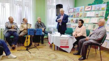 """Гарадзенскія пісьменнікі прэзентавалі на Дзятлаўшчыне """"Новы замак"""""""