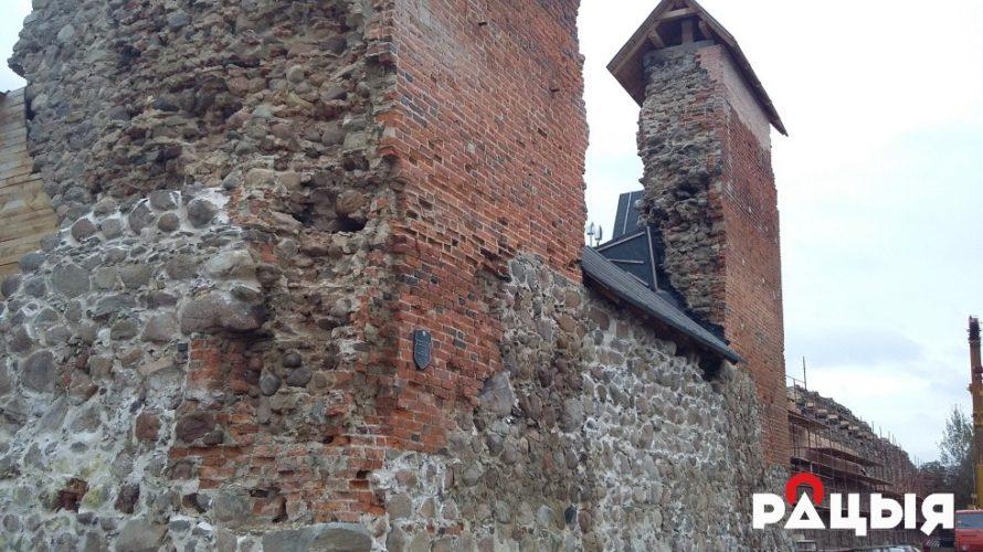 Крэўскі замак мяняе аблічча (фотарэпартаж)