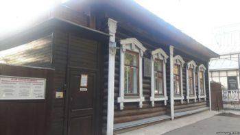 Дом, які ацалеў дзякуючы Багдановічу. Новае падарожжа Зьмітра Бартосіка — у расейскі Яраслаўль